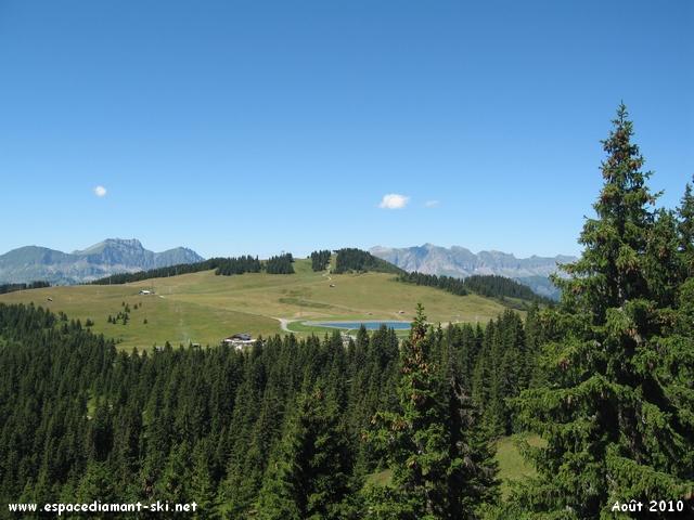 On approche du sommet, vue sur le Chard du Beurre et la retenue de la Lèzette à gauche