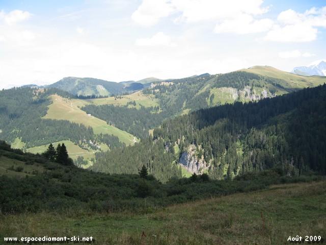 Les montagnes vers Notre Dame de Bellecombe