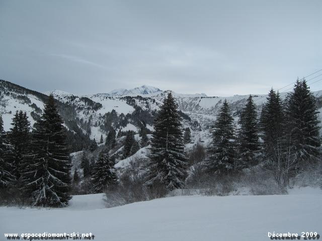 Le Mont Blanc dépassant des Crêtes du Vorès depuis la bleue des Gueux