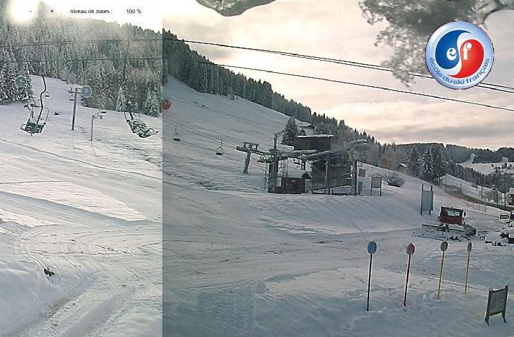 Le front de neige du Mt Rond a été damé, mais prudence, la terre n'est pas loin !