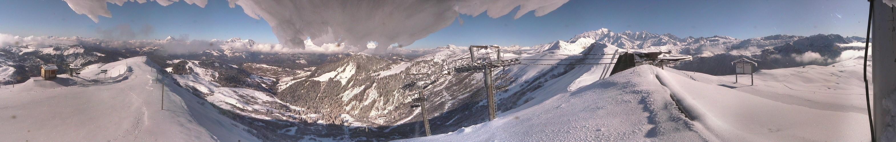 Panorama depuis le sommet du Massif du Vorès...