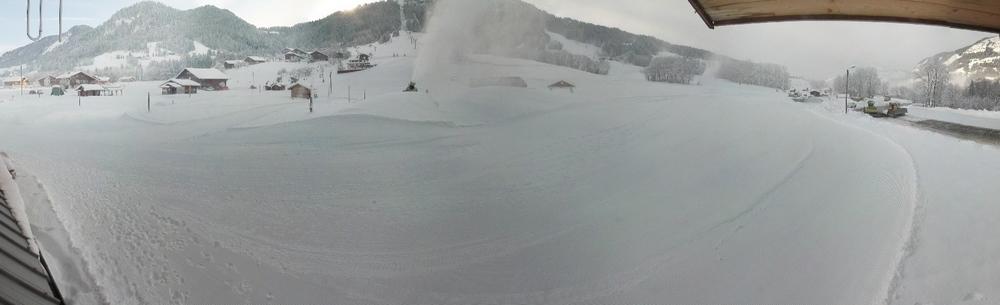 La production de neige artificielle se poursuit sur le front de neige des Varins