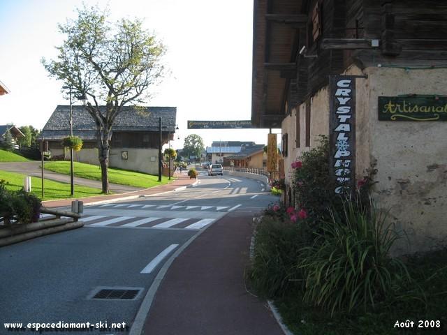La route principale traversant le village : D71
