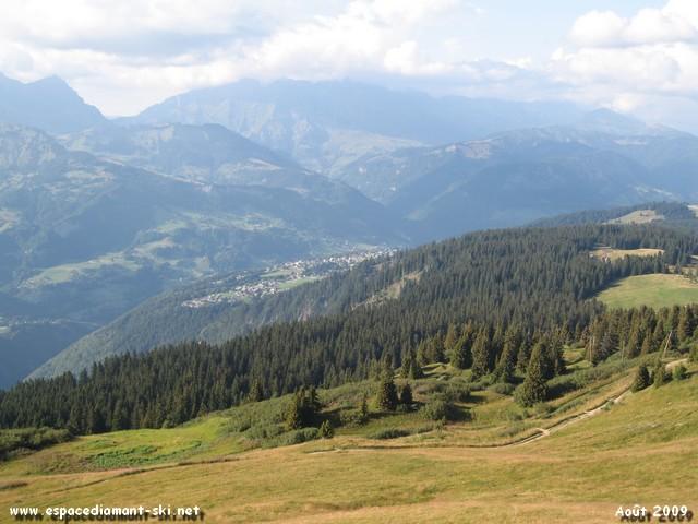 Petite commune perchée sur un plateau du Mont Lachat