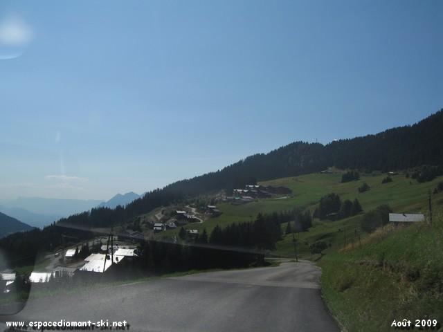 ...perch� sur un plateau du Mont Bisanne