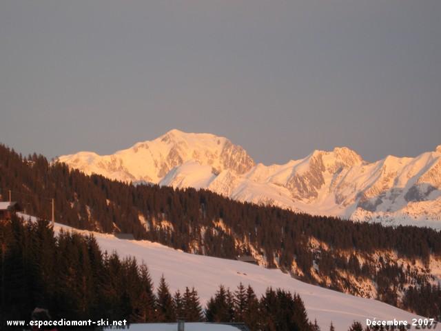 Le to�t des Alpes rougeoyant