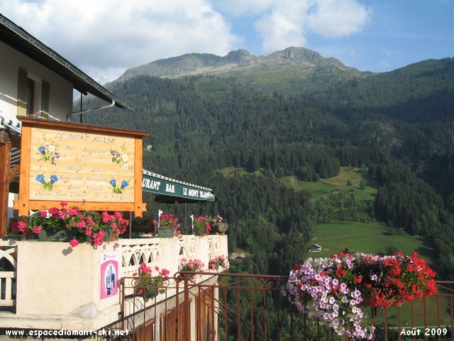 Avec le bar - restaurant Le Mont Blanc