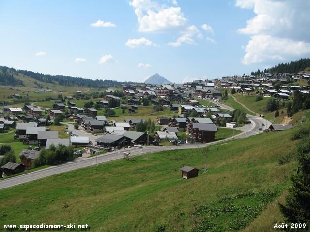 Le bas du village avec le Mt Charvin en arrière plan