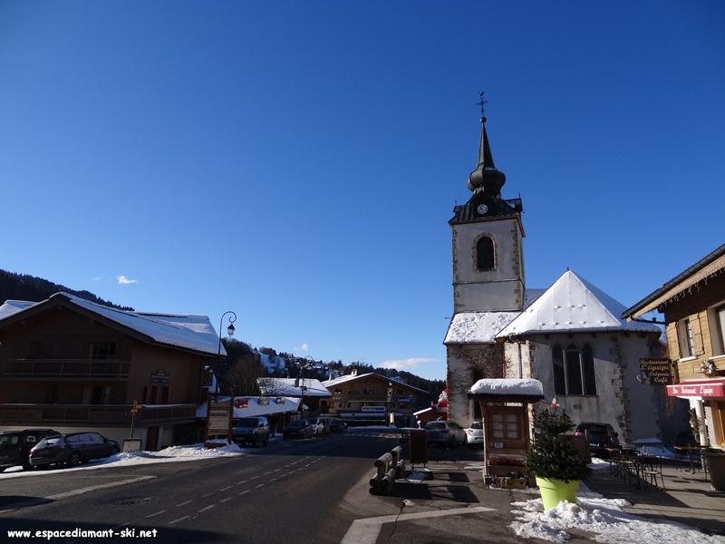 Le bas de la station et l'église